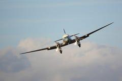 Främre sikt för klassisk trafikflygplan Royaltyfri Fotografi
