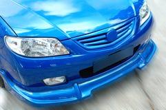 främre sportive sikt för bil Arkivbild