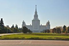 främre trädgårds- moscow offentlig delstatsuniversitet Arkivfoto