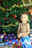 främre tree för pojkejul Arkivfoton
