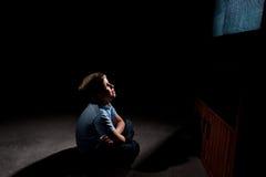 främre tv för pojke royaltyfria foton