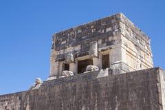 Främsta bolldomstol på Chichen Itza, Yucatan, Mexico royaltyfri foto