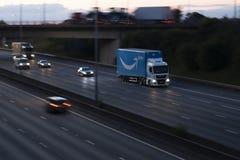 Främsta lastbil för amason arkivfoton