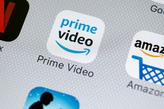 Främsta video applikationsymbol för amason på närbild för skärm för Apple iPhone X Google amasonPrimeVideo app symbol Google amas Arkivfoton