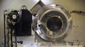 Fräsmaschine Metallverarbeitung CNC Ausschnittmetallmoderne Verfahrenstechnik stock video footage