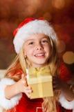 Fräulein Sankt mit einem Geschenk Stockbilder