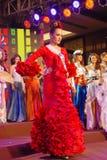 Fräulein Spanien, das nationales Kostüm trägt Stockfoto