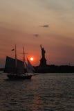 Fräuleinfreiheit bei Sonnenuntergang Stockfoto