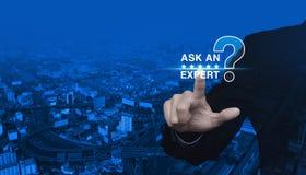 Fråga en expert med stjärnan och symbolen för tecken för frågefläck Arkivbild