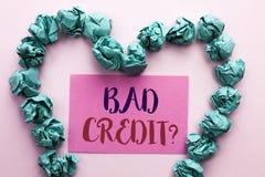 Fråga för kreditering för ordhandstiltext dålig Affärsidé för det ekonomiska budget- frågande frågeformuläret för låg kreditering Arkivbilder