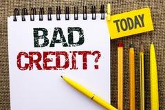Fråga för kreditering för ordhandstiltext dålig Affärsidé för det ekonomiska budget- frågande frågeformuläret för låg kreditering Arkivfoton