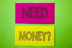 Fråga för pengar för behov för visning för handskriftmeddelandetext Behövde den ekonomiska finanskrisen för det begreppsmässiga f arkivfoto