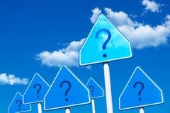 Fråga på blå himmel Arkivbild
