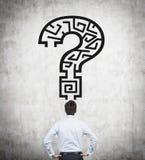 Frågefläck med labyrint royaltyfri fotografi