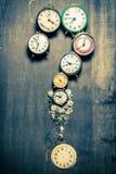 Frågefläck som göras av gamla klockor och reservdelar Royaltyfria Bilder