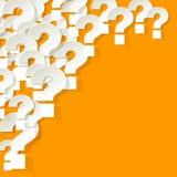Frågefläckar som är vita i hörnet på en gul bakgrund Royaltyfria Bilder