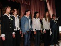 Frågesporthjärna-cirkel i en lantlig skola i den Kaluga regionen i Ryssland Royaltyfria Foton