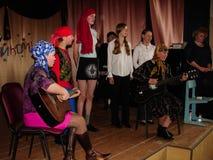 Frågesporthjärna-cirkel i en lantlig skola i den Kaluga regionen i Ryssland Royaltyfri Foto