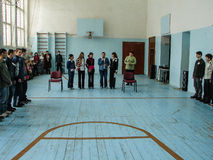 Frågesporthjärna-cirkel i en lantlig skola i den Kaluga regionen i Ryssland Arkivfoton