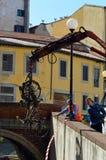 Från avgrunden Viale Caprera dyka upp sparkcyklar, värma sig Royaltyfria Bilder