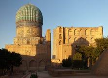 Från den Bibi-Khanym moskén - Registan - Samarkand royaltyfria bilder