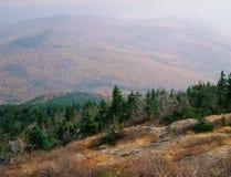 Från den norr toppmötet av monteringen Kearsarge, Merriman delstatspark, vita berg, New Hampshire Arkivfoto