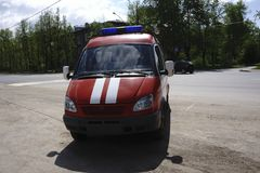 Från den olika lastbilen för röd brand för färger med blinkande ljus royaltyfria bilder