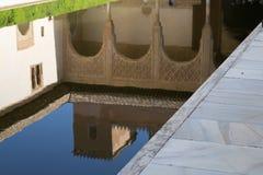 Från en pöl i Alhambra Arkivfoton