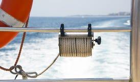 Från fartygdäck till havet Fotografering för Bildbyråer