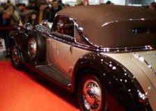 Från gångna tider lyxig bil Arkivfoton