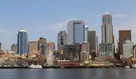 Från hamnSeattle ändrande horisont Arkivbilder