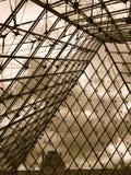 Från insidan Louvrepyramiden Royaltyfri Foto