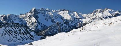 Från lutningar av den helgonLarry Soulan Ski semesterorten till den Neouvielle massien royaltyfri bild
