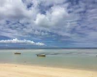 Från Seychellerna härlig strand Arkivfoton