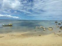 Från Seychellerna härlig strand Arkivfoto