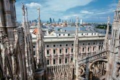 Från taket av duomoen: Milan Skyline Porta Nuova royaltyfri bild