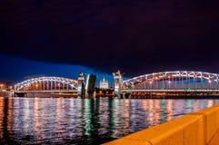 Frånskild bro av kejsaren Peter det stort under viten Nigh Arkivbild