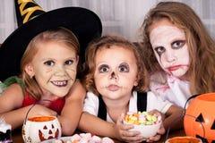 Frère et deux soeurs Halloween Photos stock