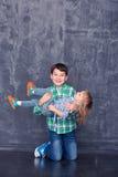 Frère et soeur heureux Photos stock