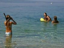 Frère et soeurs sur la plage Photographie stock libre de droits