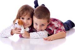 Petit frère et soeur mignons Images libres de droits