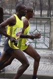 Frères de Karanja dans demi de marathon de Prague photos stock