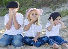 Frères et soeur sur la plage Images libres de droits