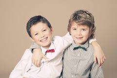 Frères pendant le Noël Photographie stock libre de droits