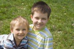 Frères sur l'herbe Photographie stock