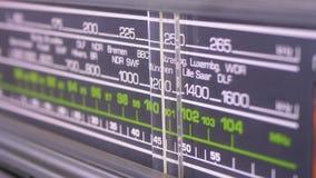 Fréquence par radio analogue de accord de cadran sur l'échelle du récepteur de vintage banque de vidéos