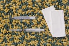 Fríos y gripe de las píldoras de la medicina Imágenes de archivo libres de regalías