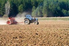 frö som sår traktoren Royaltyfri Bild