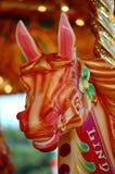 Fröhlich gehen Umlauf Pferd Stockfoto