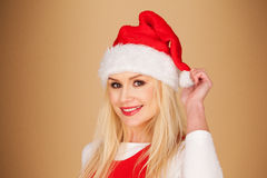 Fröhliche junge Frau in einem roten Sankt-Hut Stockbild